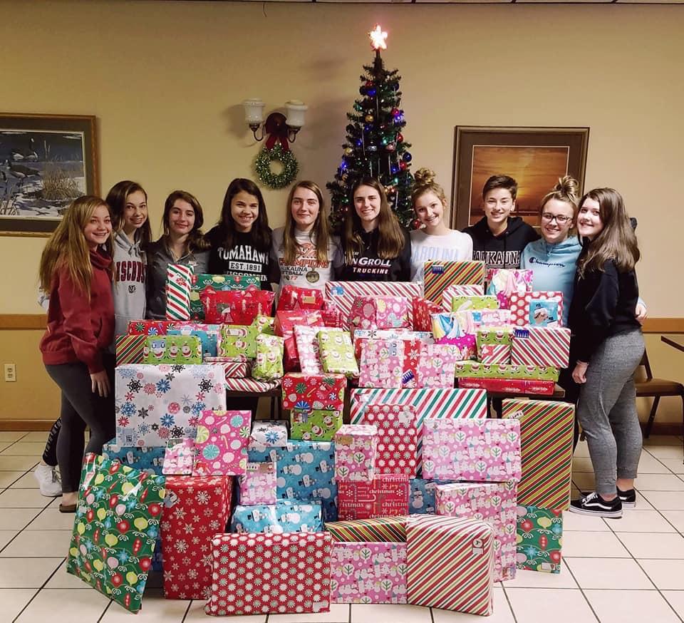 Kaukauna Moose adopts 2 families for Christmas
